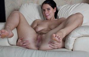 Жена показала пизду и жопу во всех подробностях